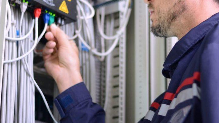 Les sociétés recrutent des techniciens de la fibre optique