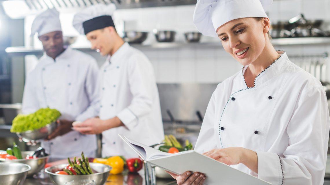 Cuisiniers : l'importance des vêtements de cuisine